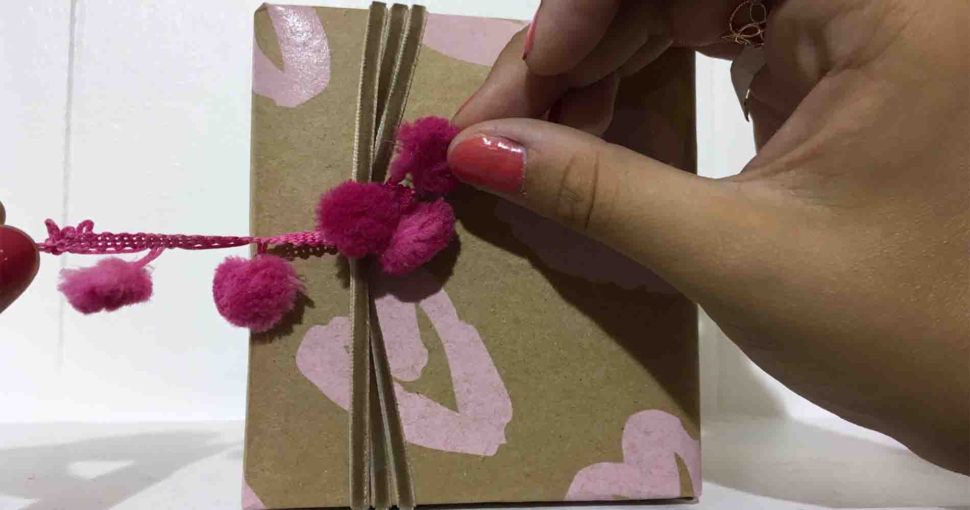 Pompom Bow Thr Little Wrapping Co